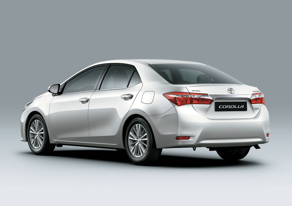 2014 toyota corolla first drive motoring middle east - 2014 toyota corolla interior features ...