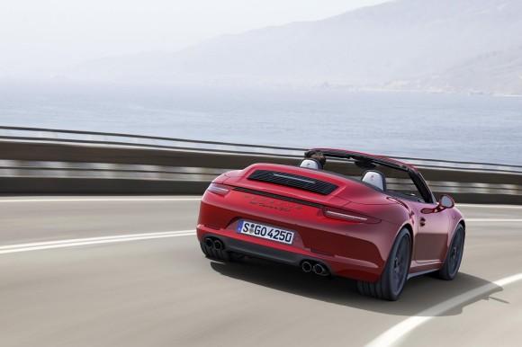 2015 Porsche 911 GTS specs & prices
